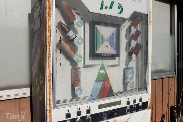 01 96 鎌先温泉、古い自動販売機、画像、宮城県石巻市.jpg